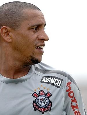 Роберто Карлос заключил двухлетний контракт с «Анжи»