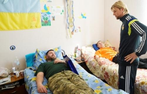 Анатолий Тимощук посетил раненых бойцов вооруженных сил Украины