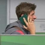 Пирожки по-баварски. Томас Мюллер «разговаривает» по паспорту, чтобы не давать интервью (ВИДЕО)