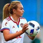 """""""Мама рассказывала, что я всегда обыгрывала братьев"""". У самой красивой футболистки России сегодня день рождения"""