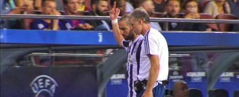 УЕФА может дисквалифицировать Гонсало Игуаина за неприличный жест (фото)